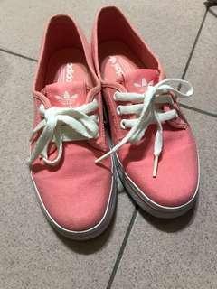 🚚 Adidas休閒鞋24.5