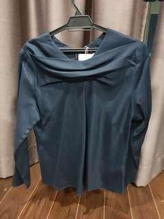 Uniqlo Hana Tajima blue top