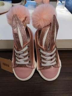 熱銷款粉紅色小女童鞋~全新的~超可愛小白兔款~22、24、26、27、29、32、33號休閒鞋(要買要快都只剩一雙)
