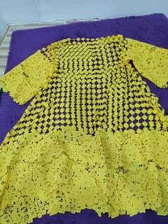 dress brukat prada oki kuning