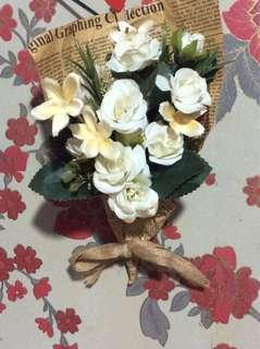 💐 Bouquets Flower in Vintage Newspapers Cone📜