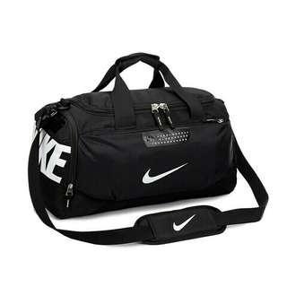 🚚 NIKE 運動提袋內附鞋袋單肩背包手提包旅行包(黑白款)