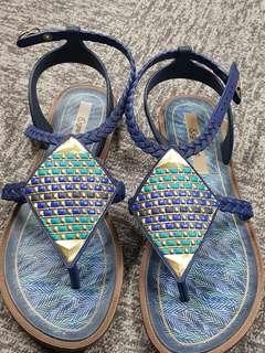 Grendha sepatu sandal