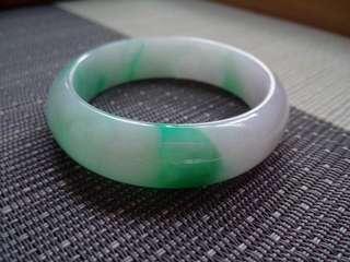 55圈口55.0*14.6*7.4短內徑50.6mm特惠冰糯種春帶彩飄陽綠貴妃手鐲,存在石紋,編號1148
