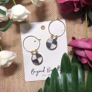 🚚 Pocahontas' Marble Earrings (Black/ White)