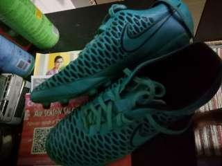 cf733c0f911 Selling Trading Nike and Puma Boots