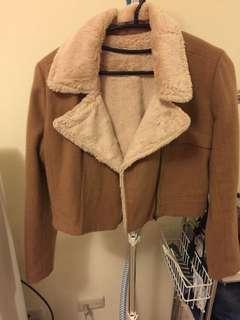 駝色短板外套
