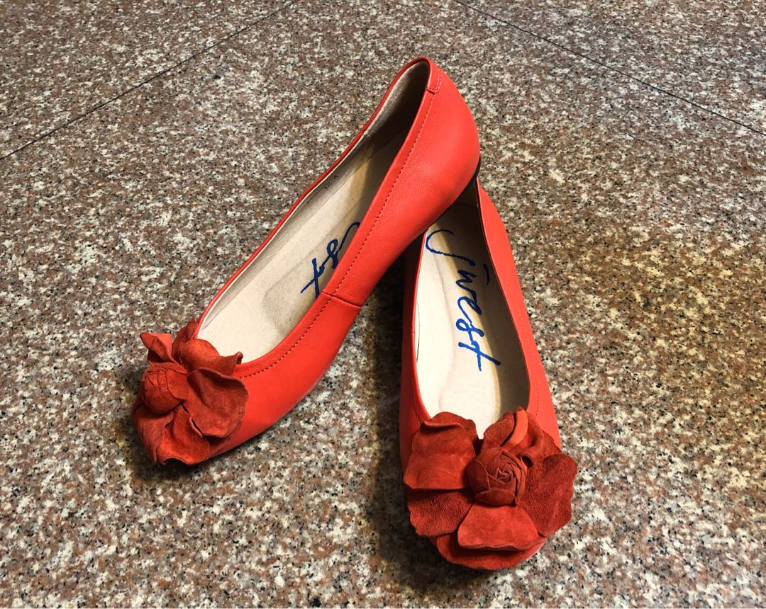d200915bf Jwest Coral Flats, Women's Fashion, Shoes, Flats & Sandals on Carousell
