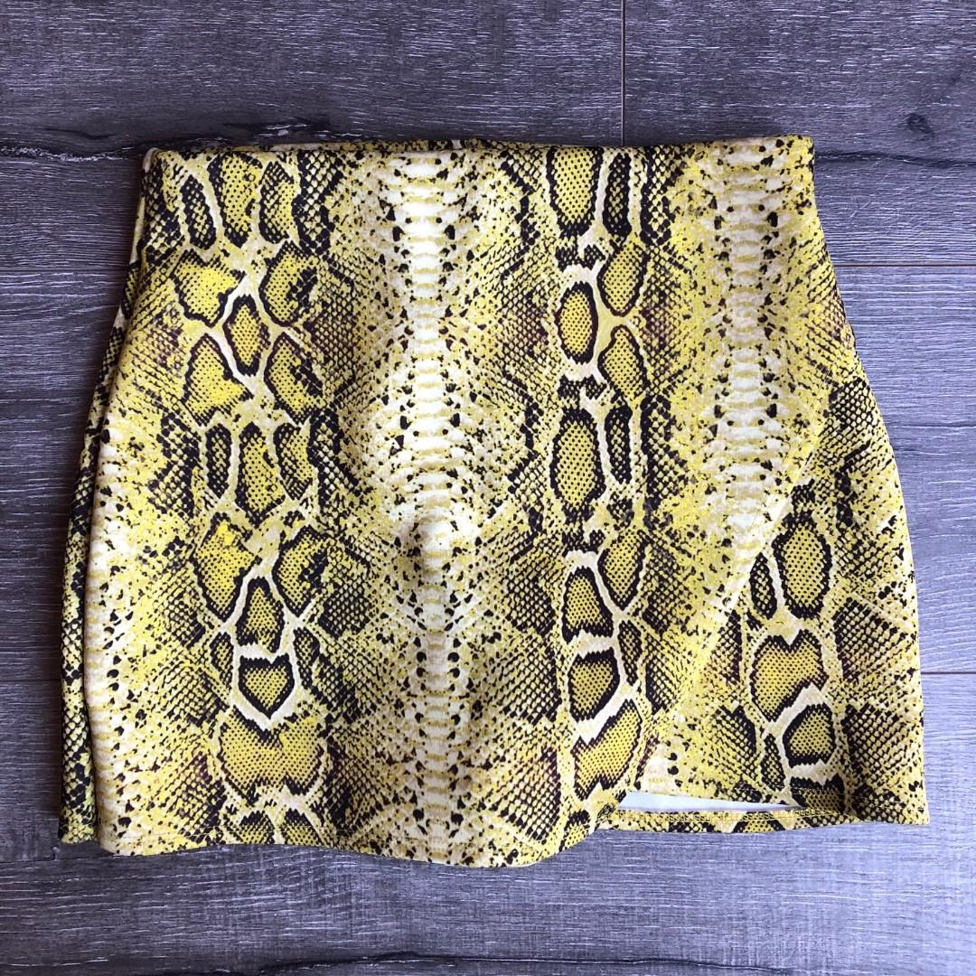 MISSGUIDED YELLOW SNAKE SKIN PRINT WRAP OVER SKORT SHORTS SKIRT