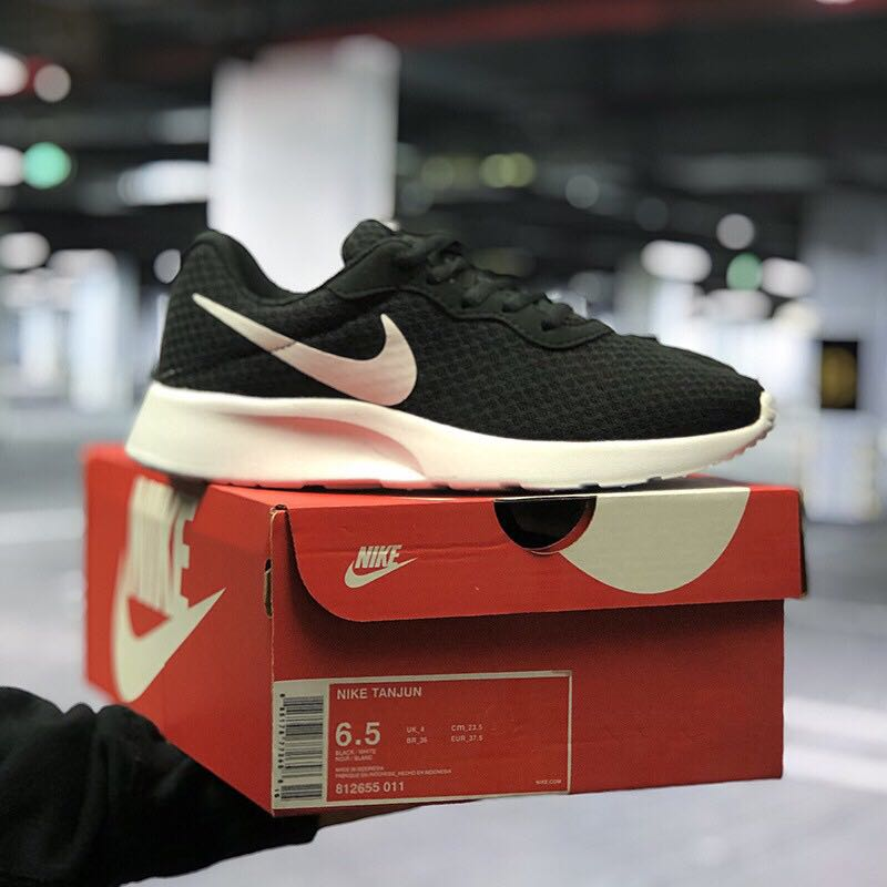 low priced 24c85 9abd3 Original Nike Roshe Run, Men s Fashion, Footwear, Sneakers on Carousell