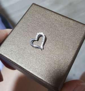 18k / 750G Italy White Gold Diamond Pendant