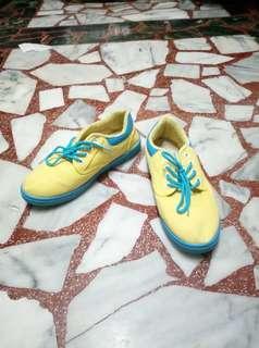🚚 富發牌黃藍撞色平底布鞋 23號 36碼 檸檬黃 亮黃色