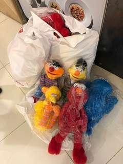 Kaws x uniqlo x Sesame Street