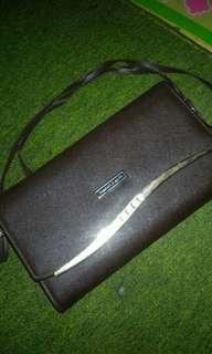 Tas sling bag charles & keith