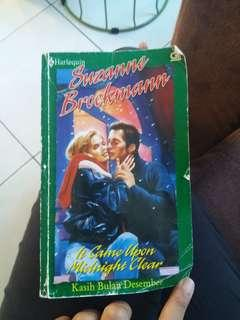 Buku novel romantis dewasa harlequin it came upon midnight clear kasih bulan desember