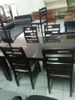 6 seater dinning table with glass