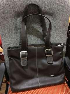 Solo leather laptop shoulderBag