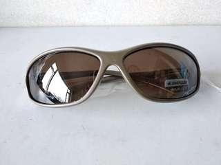 100% UV sunglasses 太陽眼鏡