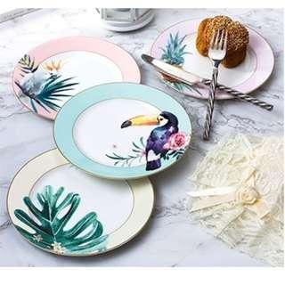 Nordic Forest Toucan and Parrot Ceramic Plates, 森林鸚鵡大嘴鳥瓷碟