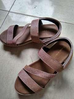 Sepatu wedges size 38