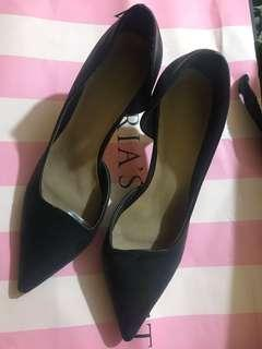 repriced: 150 cln black shoes 2 inches
