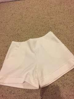 White high waisted shorts with pockets