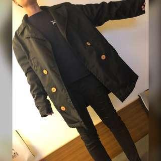 🚚 黑色長版防風大衣外套