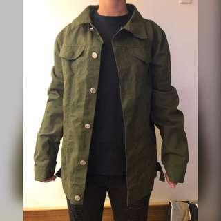 🚚 軍綠牛仔薄外套