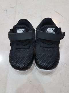 Nike shoes size US4/UK3.5/EUR19.5