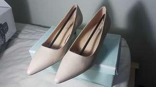 Nose Pointy Toe Low Heel Pump #carousellxzoukout