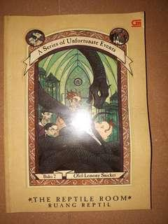 Novel terjemahan a series of unfortunate events, buku 2, the reptile room (ruang reptil) oleh Lemony Snicket