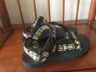 TEVA 民族風魔鬼氈涼鞋