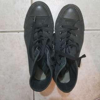 High Top Converse Black Sz 6.5
