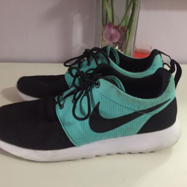 competitive price caaa8 63a52 Authentic Nike Roshe One
