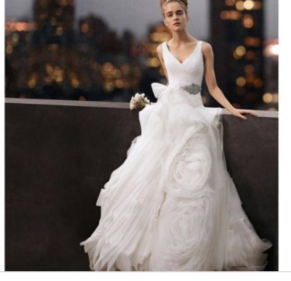c1c99357a2d8b Authentic Vera Wang Ivory Wedding Gown, Women's Fashion, Clothes ...