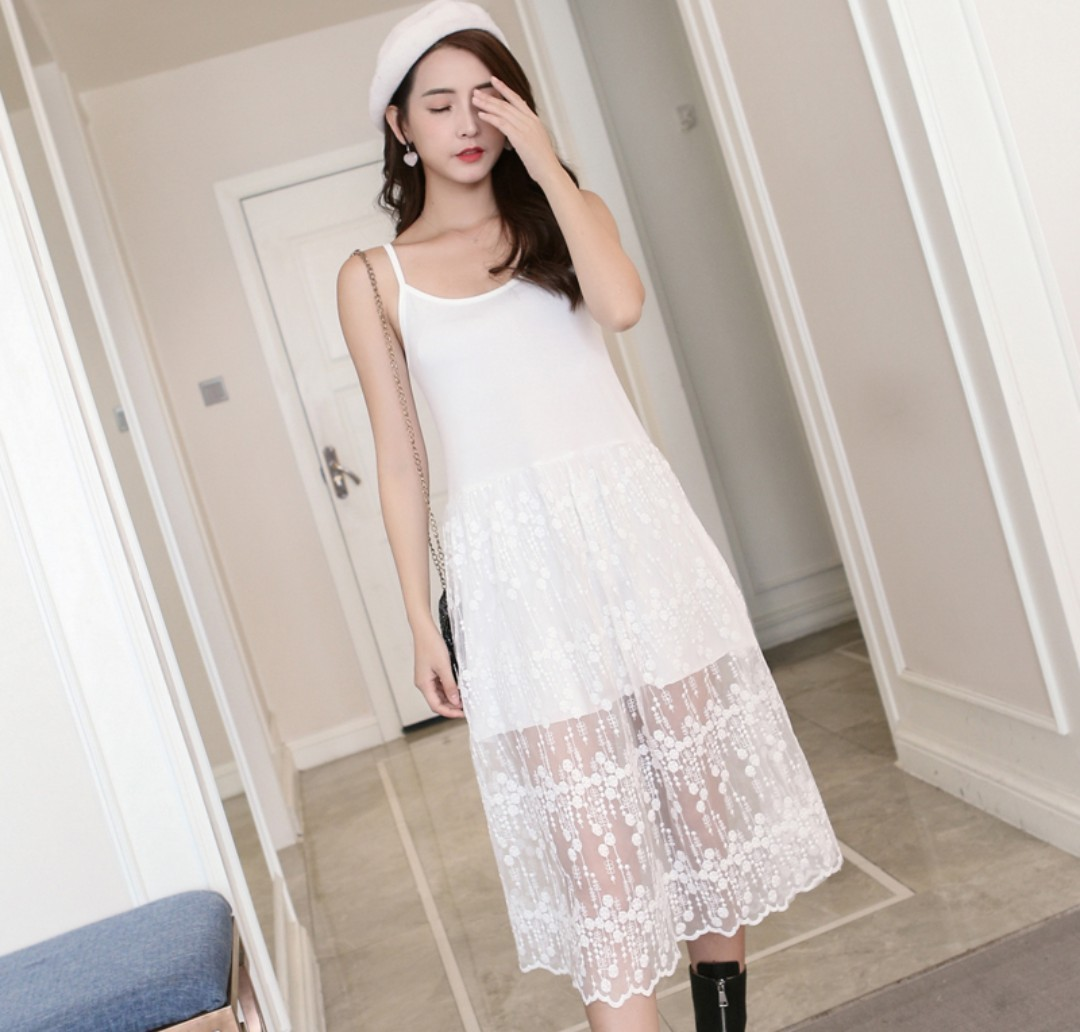 ebd833d6a0af BRAND NEW  White Spag Dress with Lace Bottom