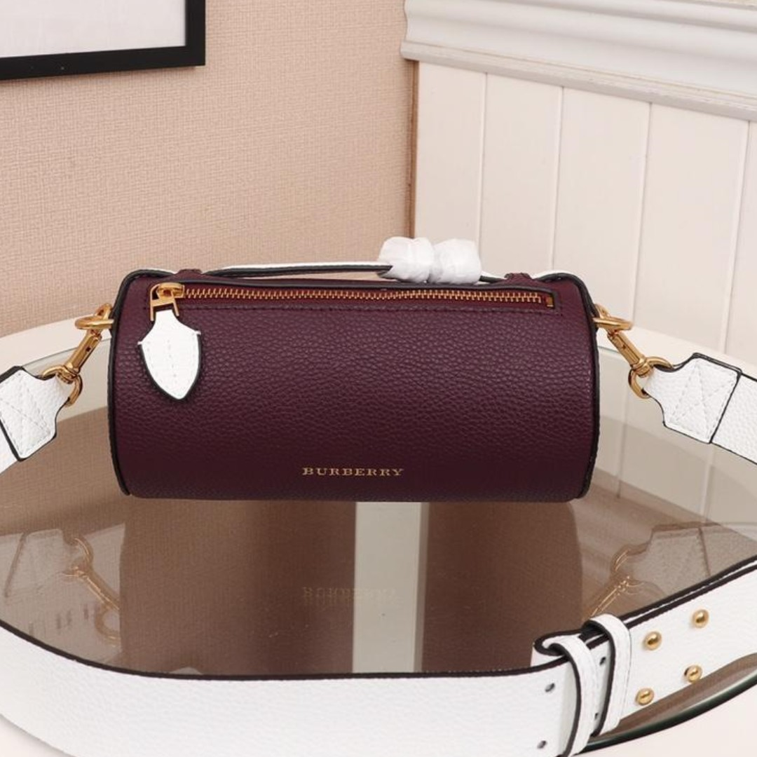 203ee2423425 Burberry bag Leather material Classic style bag