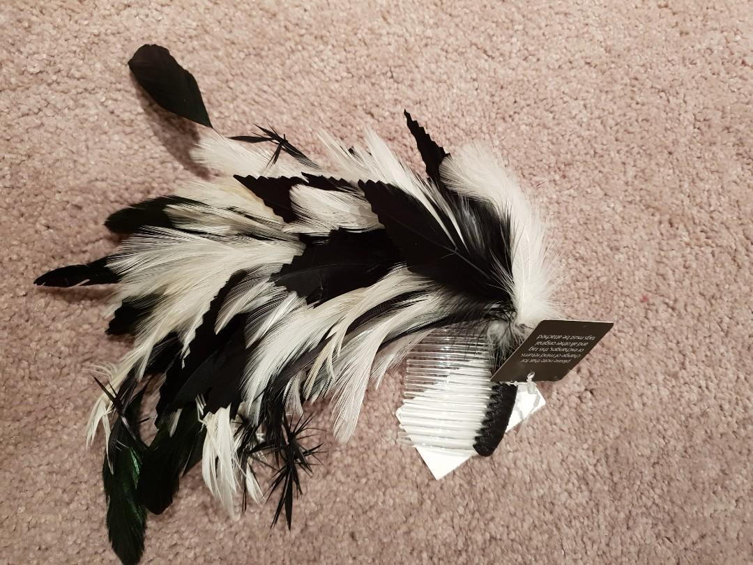 Designer Fascinator headpiece BNWT $49.95 feathers clip