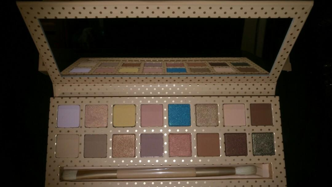 Kylie cosmetics - take me on vacation eyeshadow palette