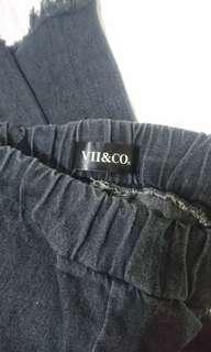 🚚 (9成新)Vii&co 挺版黑色牛仔抽鬚 寬褲