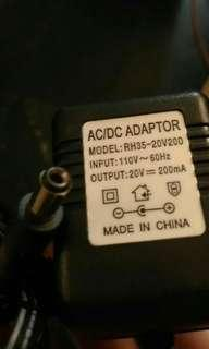 🚚 AC DC 變壓器 20v 200mA