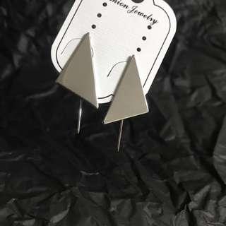 🚚 三角造型耳勾式耳環