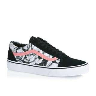 LOOKING FOR Vans Digi Roses Old Skool Black True White