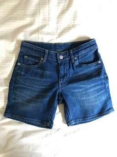 UNIQLO 140 Kids shorts