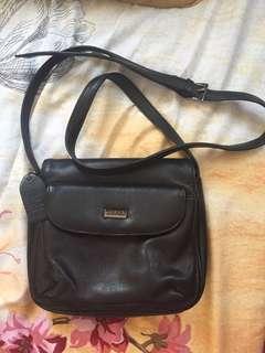 Como sling bag(genuine leather)