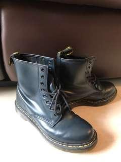 Dr.Martens 深藍色 8孔 靴