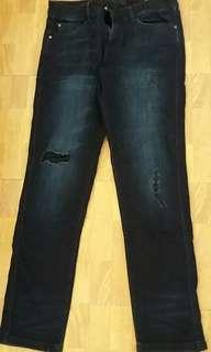 Rippped jeans wanita