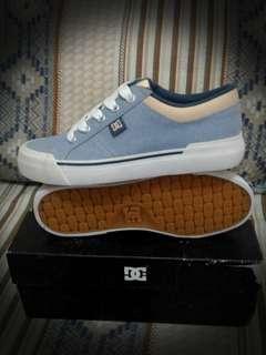 DC Shoes Size 6 US