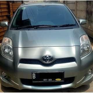 Toyota Yaris 2013 E MT Manual 2013 Silver Facelift - KM 30 Rb-an ASLI