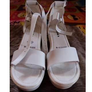 Zanea White Wedge Sandals